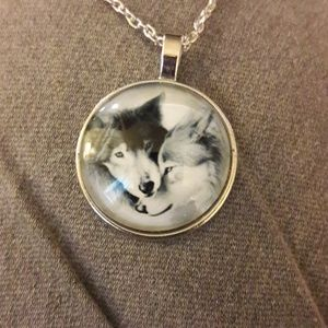 NWOT 🐾 Glass Dome Wolf Pendant